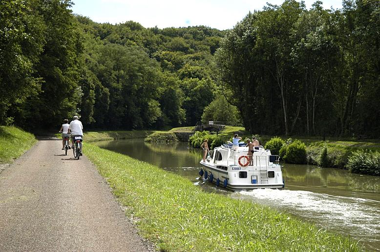 Navigation sur le canal du Nivernais