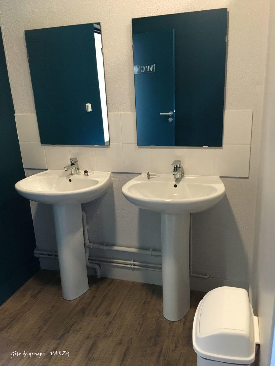 Gite-de-groupe-VARZY-lavabo